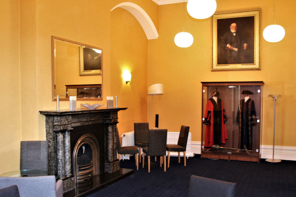 A photo of the mayor's room